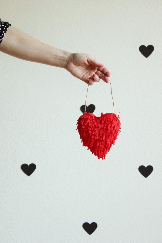 Diy valentine fringed heart1